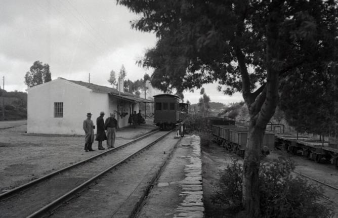 Estacion de El Cuervo, a la derecha mataerial y ramal de Sotiel Coronada, foto Marta