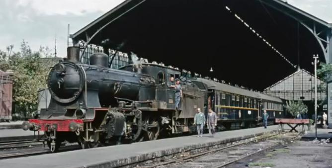 Estacion de Madrid-Delicias, tren Lusitania Expreso con la locomotoira 130-2117, el 01.09.1965, foto Ian Turbull