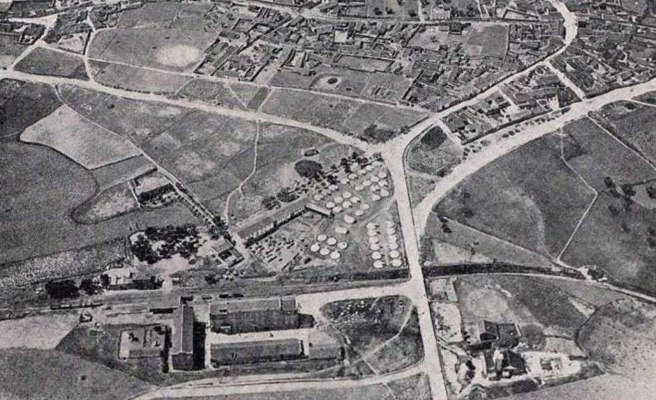 Estación de Navalcarnero, con campamento militar junto a la estacion, año 1924, fondo Ingenieria y Construccion