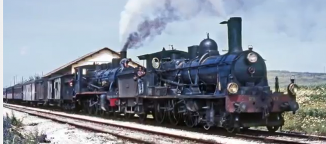 Estación de Ojuelos, doble tracción del Sevilla á Málaga con las locomotoras 230-4126 y 240-2043 , el 04.04.1966. foto Ian Turbull