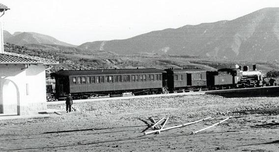 Estación de Pobla de Segur, tren descendente, fotografo desconocido