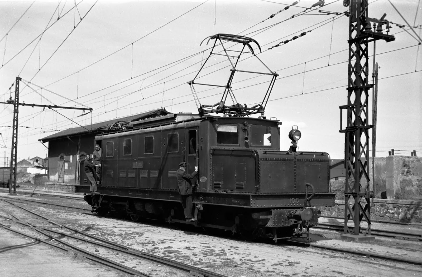 Estación de Puetollano con la locomotora cocodrilo serie 105, foto Jeremy Wiseman