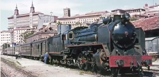Estacion de Teruel el 29.08.1965, locomotora 141f-2218, con el tren de Zaragoza a Valencia, foto Ian Turbull