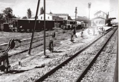Estacion de enlace del FErrocarril de Cortes a Borja con la estación de Cortes en la linea general de Zaragoza a Pamplona