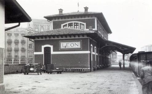 Estacion en León del Ferrocarril de la Robla, foto Juan Bautista Cabrera