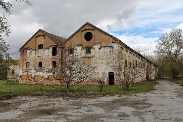 Exterior de la fábrica , archivo Bea