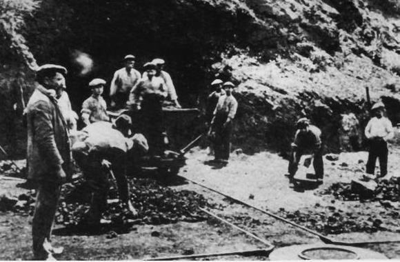 Extracción de mineral el MInes de Can Plomeres (Malgrat) año 1911,