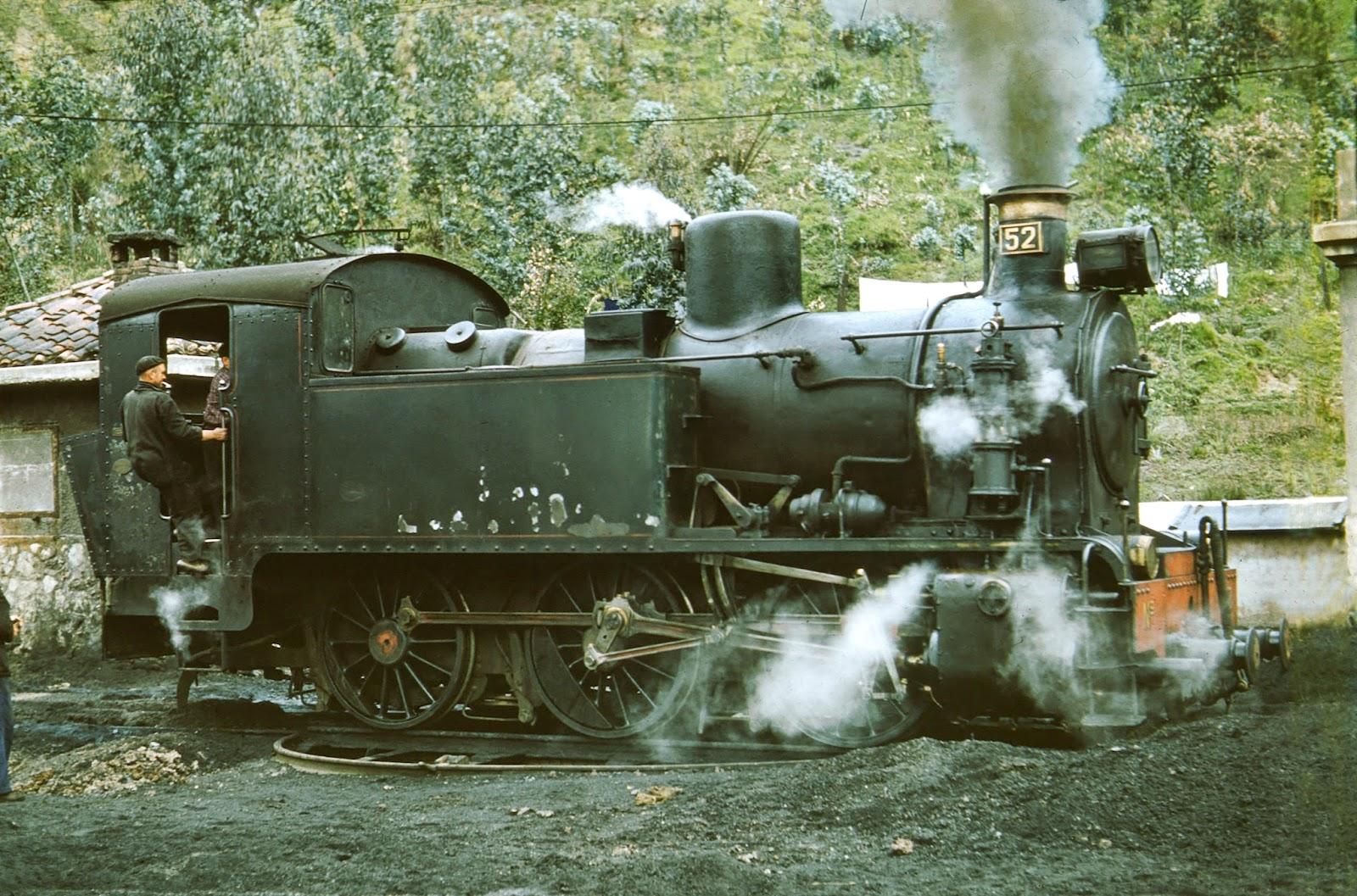 Fc de Langreo , Locomotora nº 52, foto Lawrence G. Marshall, fondo MVF