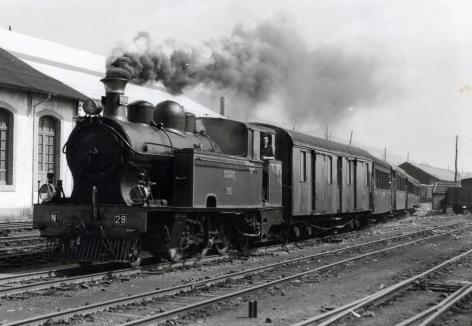 Fc. Económicos de Asturias, salida de un tren de la estacón de Oviedi con la locomotora nº29, foto Lawrence G. Marshall