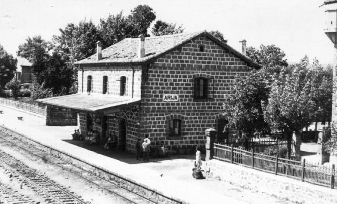 Feerocarril de la Robla, estacion de Arija. Archivo municipal