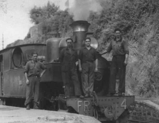 Ferrocarril de La Robla, locomotora nº 4 con personal de servicio, autor desconocido