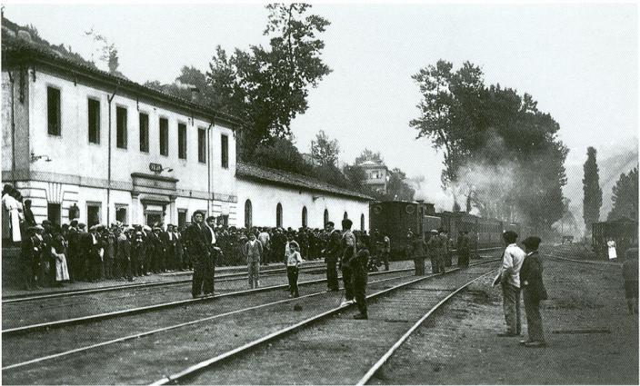 Ferrocarril de Langreo , estacion de Vega, Fondo Javier Alonso