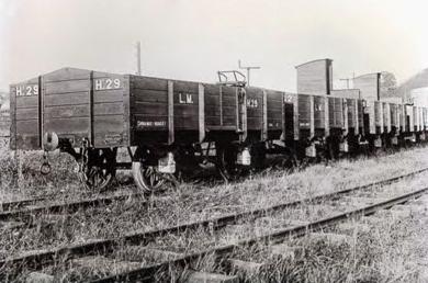 rril de Lutxana a Munguía, vagones cuna para transporte de arcillas. fondo MVF-Euskotren