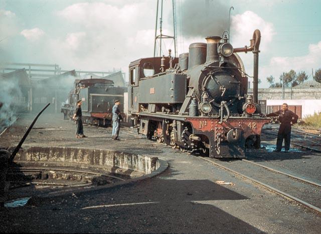 Ferrocarril del Cantabrico, locomotora Adarzo 141T , octubre de 1957, foto Charles F. Firminger