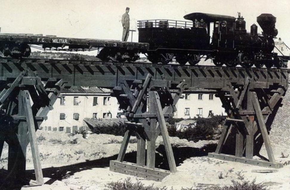 Ferrocarril militar , año 1900