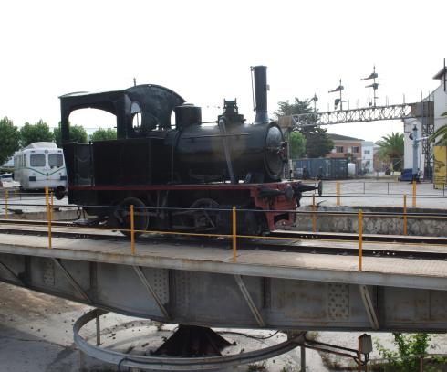 Ferrocarriles Urbanos de Jerez ,locomotora 020T, fondo Museo del Fc de Vilanova y la Geltrú