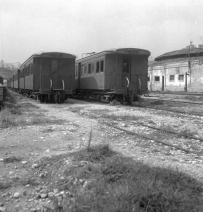 Ferrocarriles de Mallorca, estacion de Palma, coches apartados, Archivo Cuyás, Fondo ICC