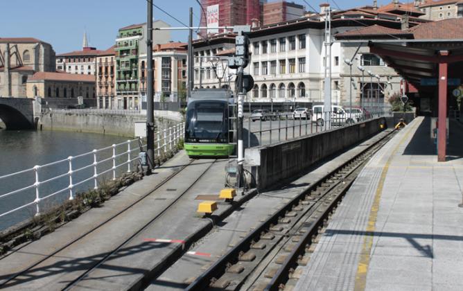 Tranvia de Bilbao , en Atxuri, fondo VeT