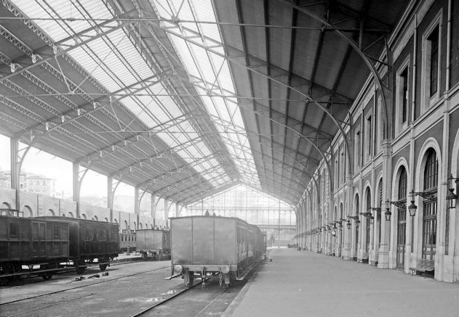 Interior de la estación de Principe Pio, foto J. Lauren , archivo Ruiz Vernacci, fondo Fototeca del P.H.