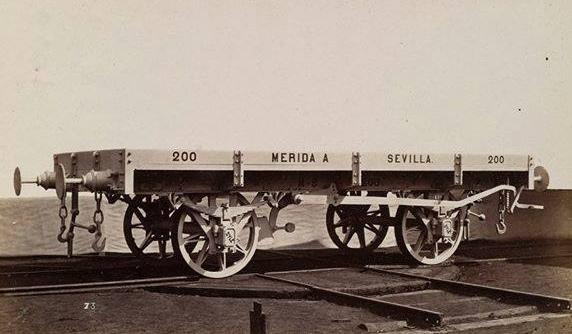 Línea de Los Rosales á Merida , vagon de bordes bajos, foto Real Sociedad Belga de Fotografía, fondo Ateliers de la Dyle, coleccion Jose manuel Iglesias Nieto