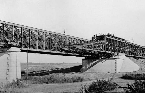 lanzamiento-de-la-segunda-estructura-del-puente-sobre-el-guadalquivir-en-lora-del-rio-linea-de-cordoba-a-sevilla