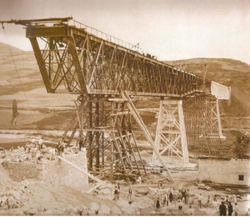 Lanzamiento del Viaducto de Gor, Linea de Baza a Guadix,foto de Gustavo Guillman . año 1906, , archivo Herederos de Gustavo Gillman