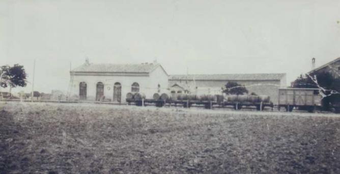 Linea de Cariñena a Zaragoza , estación de Longares, fotografo desconocido