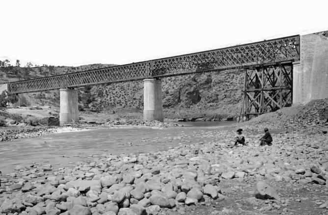 Linea de Galicia, puente sobre el Sil, foto J.Laurent, Archivo Ruiz Vernacci, fondo Fototeca del P.H.