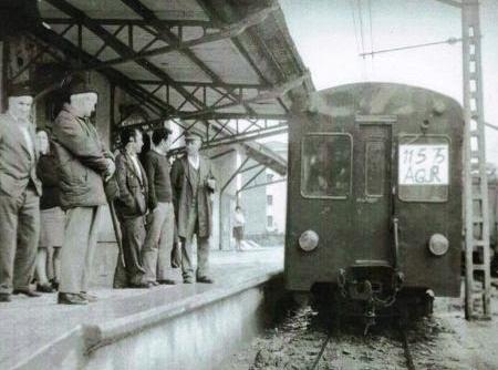 Linea de Luxana a Munguía , clausura el 11.03.1975 del tramo Sondika á Munguía , foto Eduardo Gonzalez Iturritxa