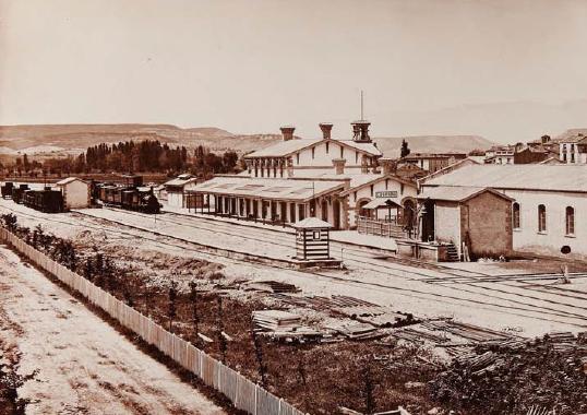 linea-de-tudela-a-bilbao-estacion-de-logrono-1867-foto-laurent-archivo-lucio-del-valle