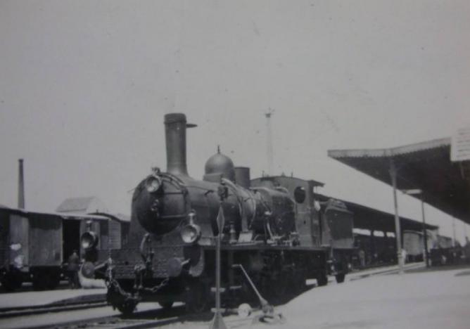 Locomotora Compound de Andaluces, serie 301 a la 333 en Utrera, año 1951, Fuente eBay