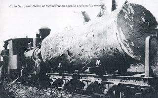 Locomotora Jung operando en la carga de madera de okume, postal comercial , año 1928