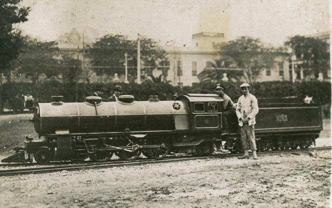 Locomotora LA NIÑA , sevilla 1930 , autor desconocido