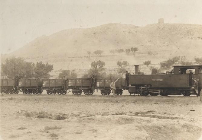 Locomotora Lucairena, ferrocarril de Sierra Alhanmilla, fondo MVF