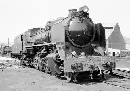 Locomotora Mikado 141.F.2243, en el deposito de Soria, foto Martin Dietrich, fondo MVF