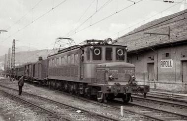 Locomotora Norte 7100 en Ripoll , foto Trevor Rowe, fondo MVF