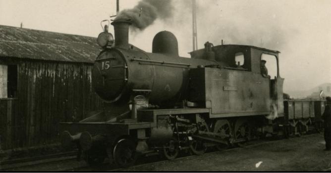 Locomotora nº 15 construida en 1908 por A. Barkay, en Valverde del Camino, foto Marta