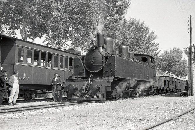 MFU cruce de trenes, foto Trevor Rowe, fondo MVF