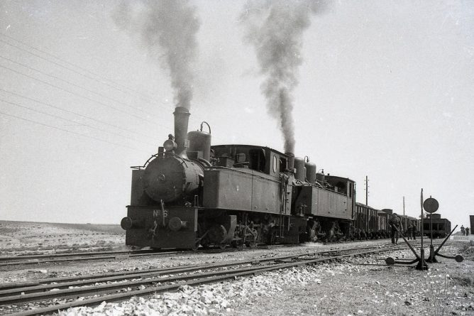 MFU, doble traccion con las locomotoras nº 6 y nº 204v, foto Trevor Rowe, fondo MVF