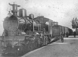 MZA , locomotora 2-3-0 nº 873 en Alcantarilla, a la cabeza del correo de Alicante a Madrid , Foto Faydon