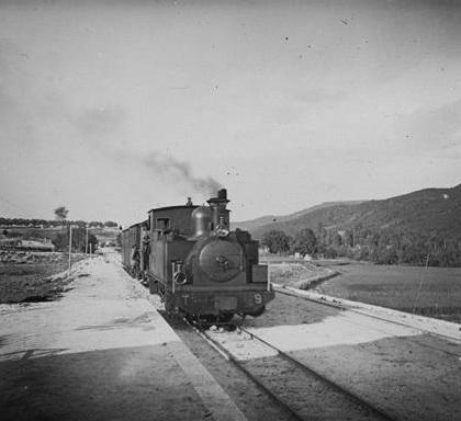 Madrid á Aragón Locomotora en Carabaña, foto Aurelio de Colmenares, fondo Fototeca del P.H.
