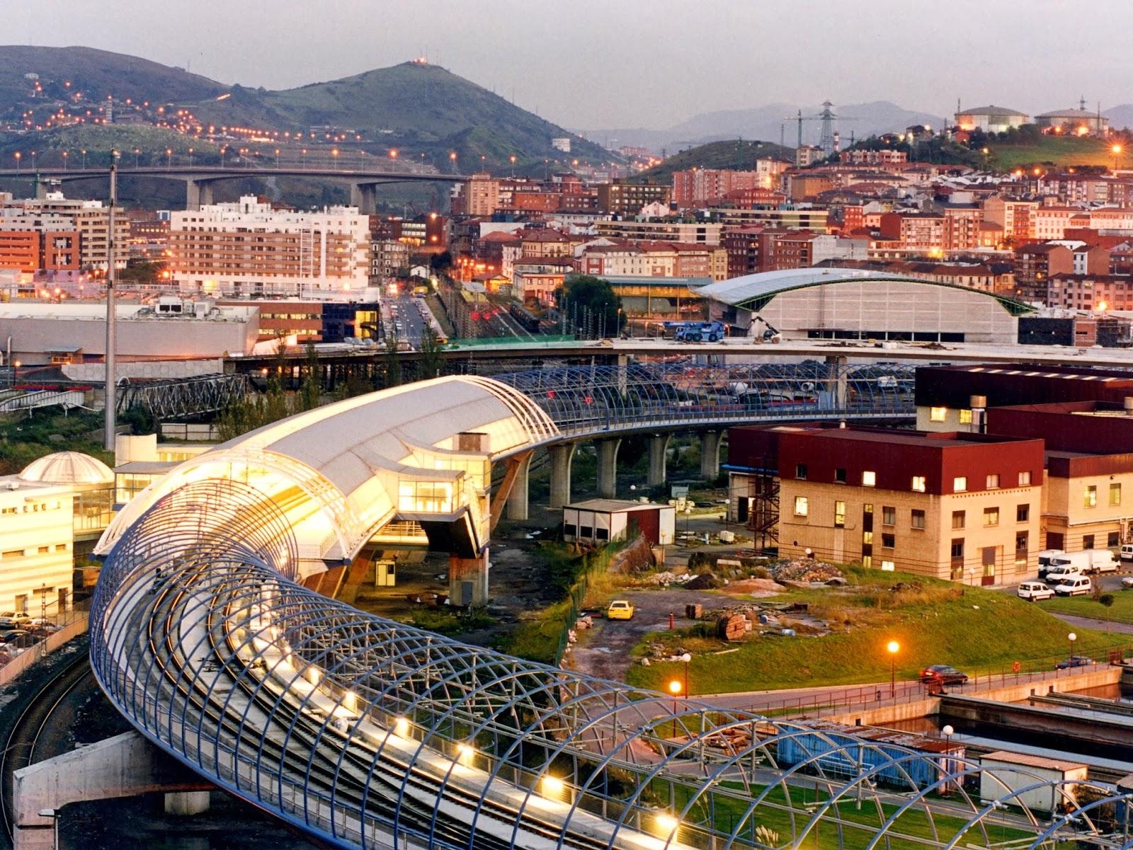 Metro de Bilbao Viaducto y estacion de Urbinaga, foto EuskoTren