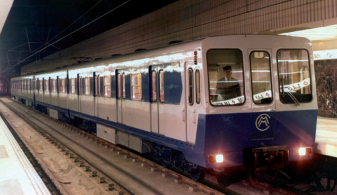 Metro de Madrid, coches serie 5000 en la linea 7, fondo CRTM