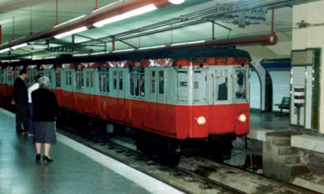 Metro de Madrid, coches tipo Salamanca, en la estacion de Sol, año 1967, Fondo CRTM