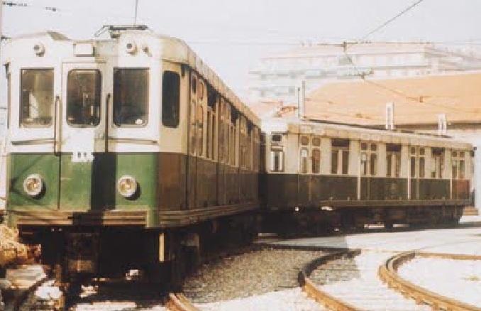 Metro de Madrid , serie 1000, con los colores originales, fondo Cesar Mohedas