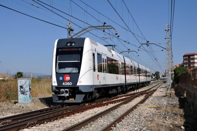 Metro de Valencia , unidad 4300 en PATERNA, el 20-06-2013, fondo Enrique Andres Gramage