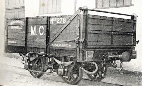 Minas de Cala , vagón de descarga frontal construido por Talleres de Miravalles, fondo MVF