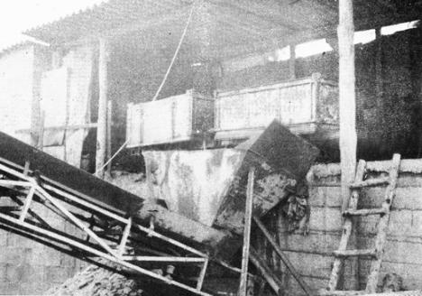 Minas de Calaf, ú nica explotación que persistía en 1987. Foto tomada de Avui 09.12.1987