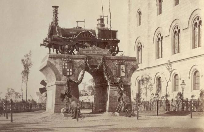 Monumento situado en la Plaza Universidad de Barcelona, año 1878, cortesia de Fernando Nos Llopis
