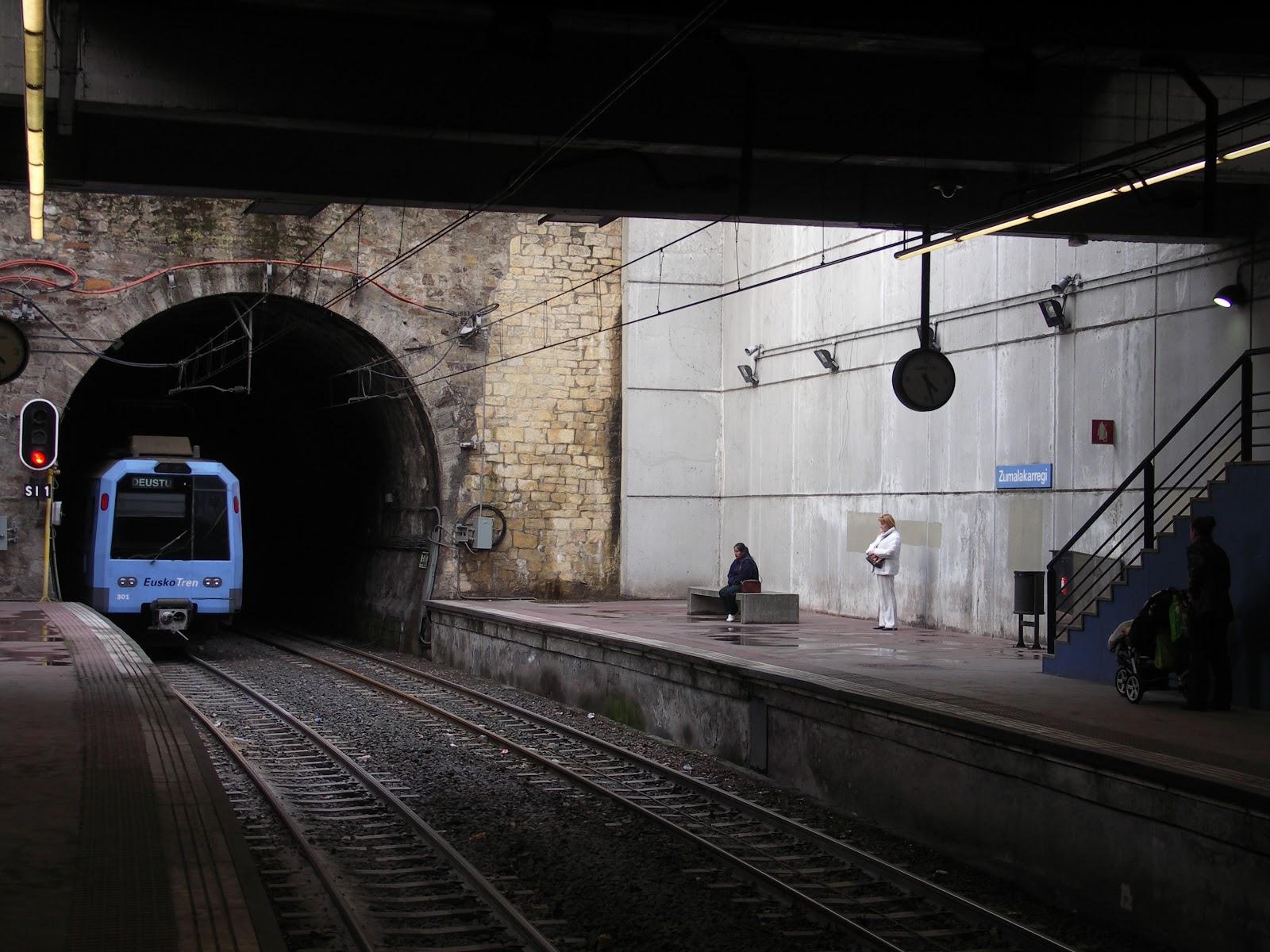 PICT2116 Estacion de Zumalacarregui , linea Bilbao a la sarenas, vaguada